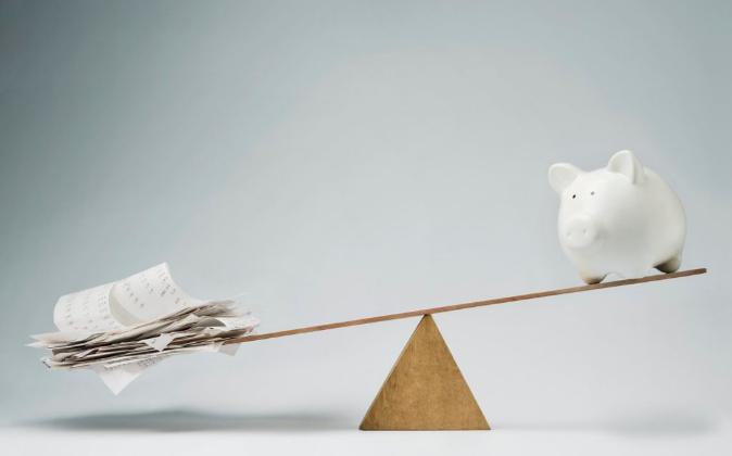 Balanza entre ingresos y ahorros