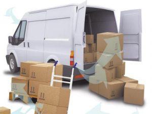 camioneta blanca y varias cajas