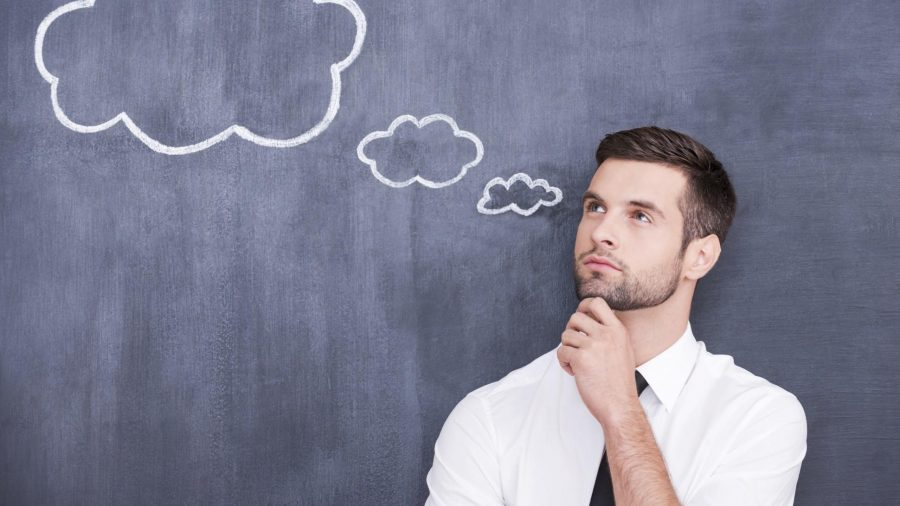 un hombre pensando
