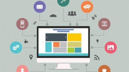 creadores de sitios web trabajando