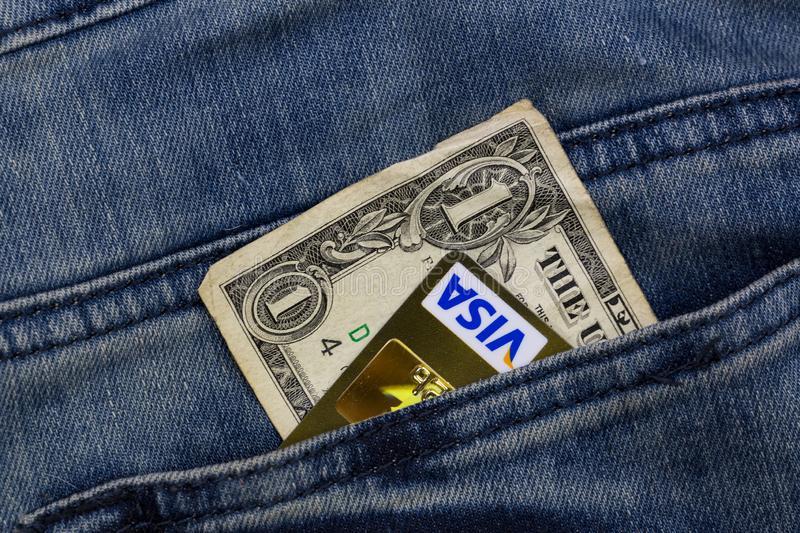 tarjeta Visa y Mastercard en bolsa del pantalón